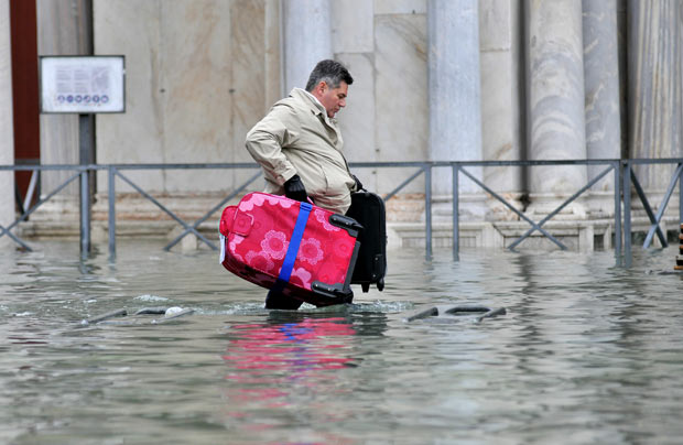 bad luggage will not stop water from leaking into bag